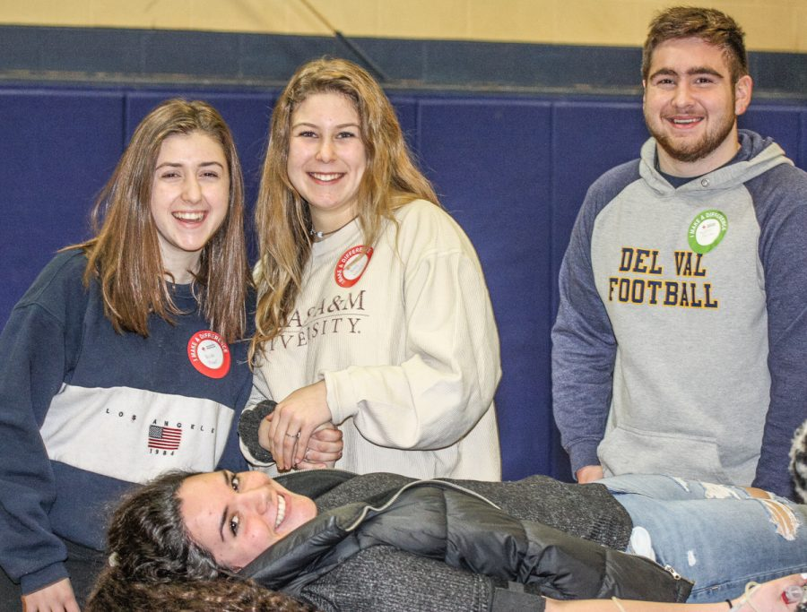 Del Val donates to American Red Cross