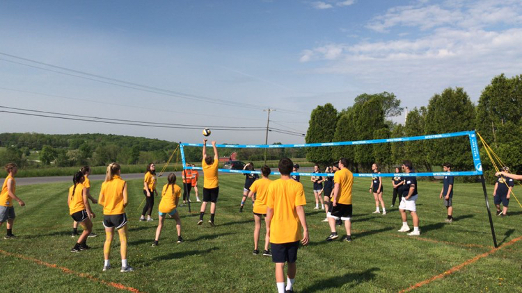 Team+Yellow+takes+on+Team+Navy+in+Volleyball+on+Freshman+Field+Day
